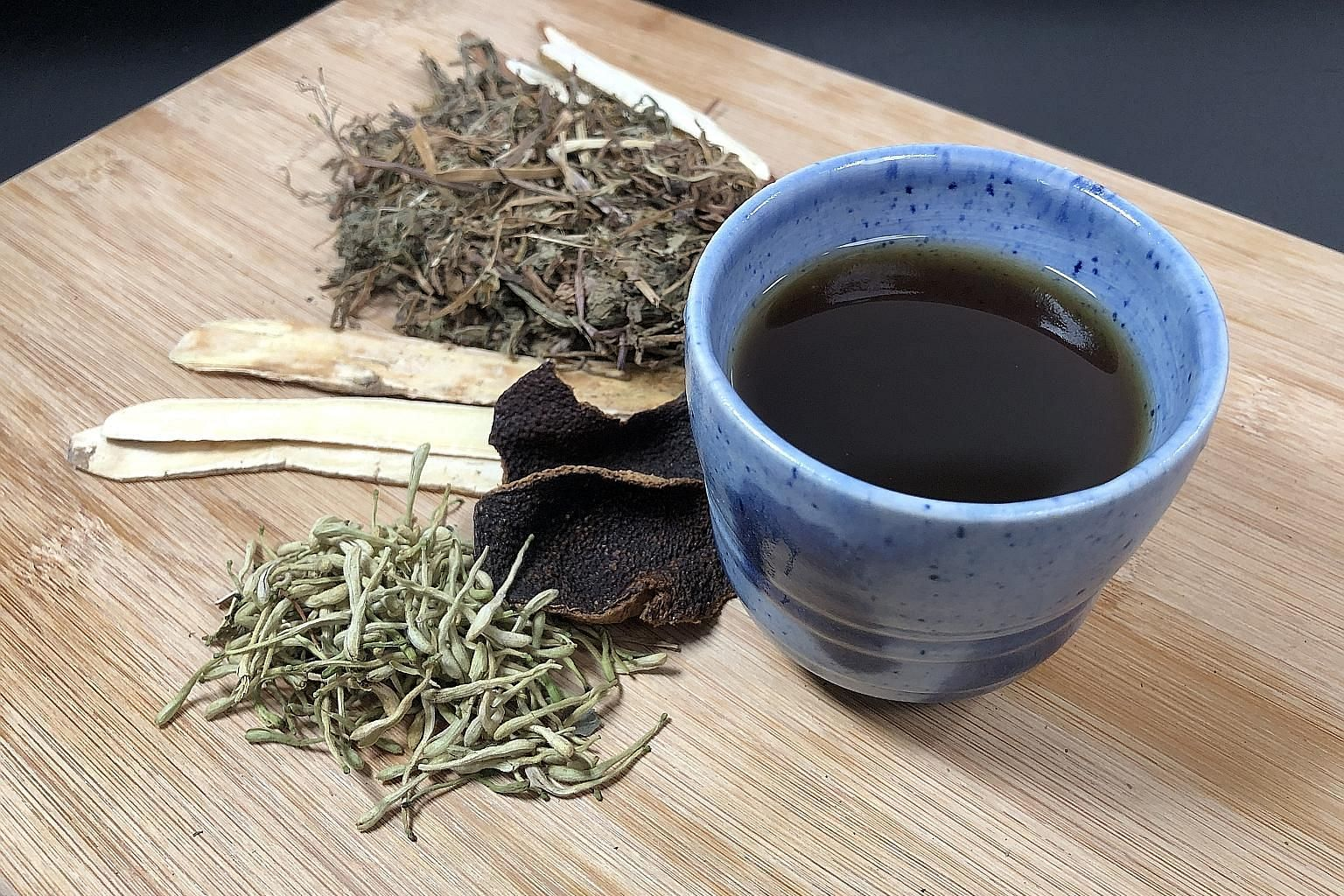 TCM practitioners recommend taking Detox And Immunity-boosting Tea or Five Flower Tea (above) twice a week, after meals.
