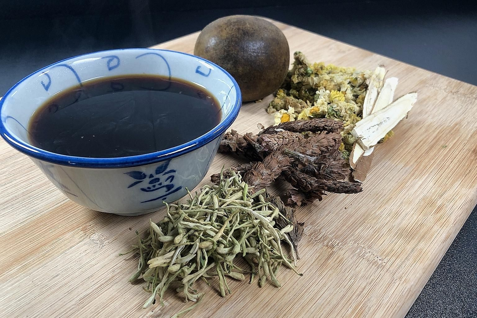 TCM practitioners recommend taking Detox And Immunity-boosting Tea (above) or Five Flower Tea twice a week, after meals.