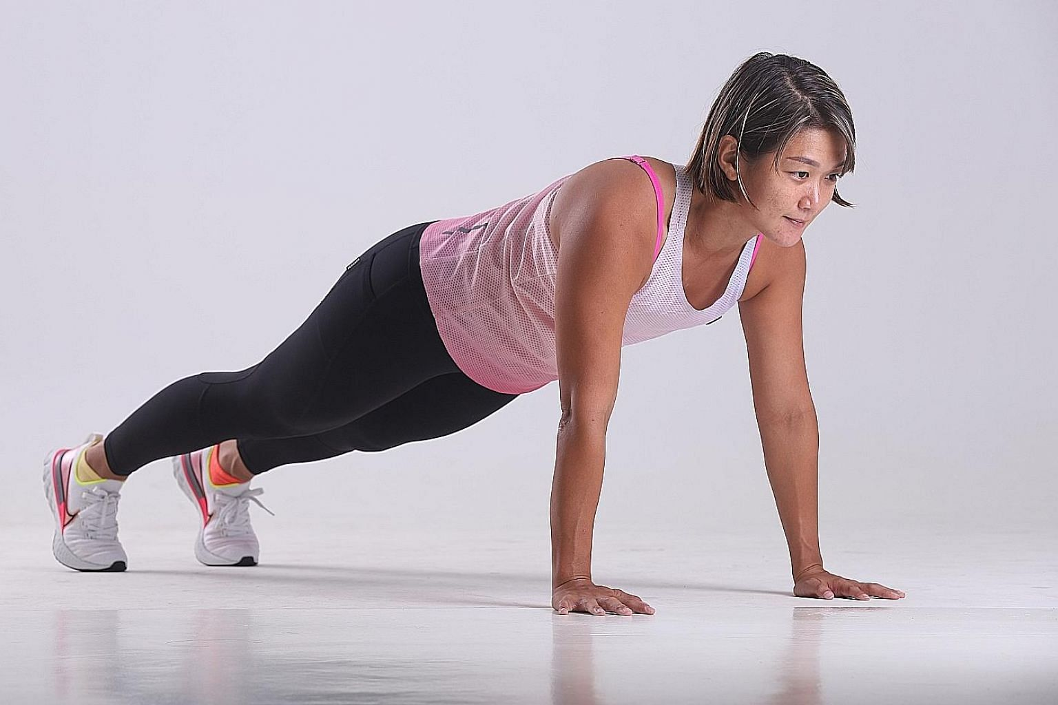 Fitness trainer Cheryl Tay demonstrating how to do mountain climbers.