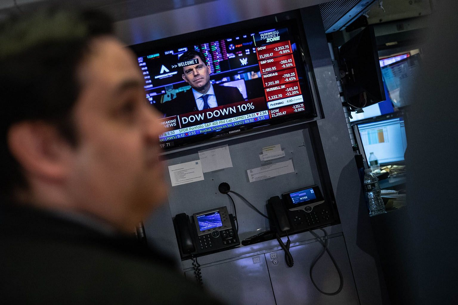 A trader at the New York Stock Exchange on Thursday. The falls overnight - the biggest on Wall Street since the October 1987 crash - sent the Straits Times Index plunging by as much as 6.3 per cent within the first hour of trading before it pared los