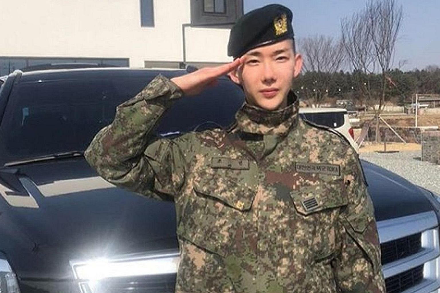 Jo Kwon, a former member of South Korean boy band 2AM, announced his return as an entertainer, but did not specify if he would be returning to the group.