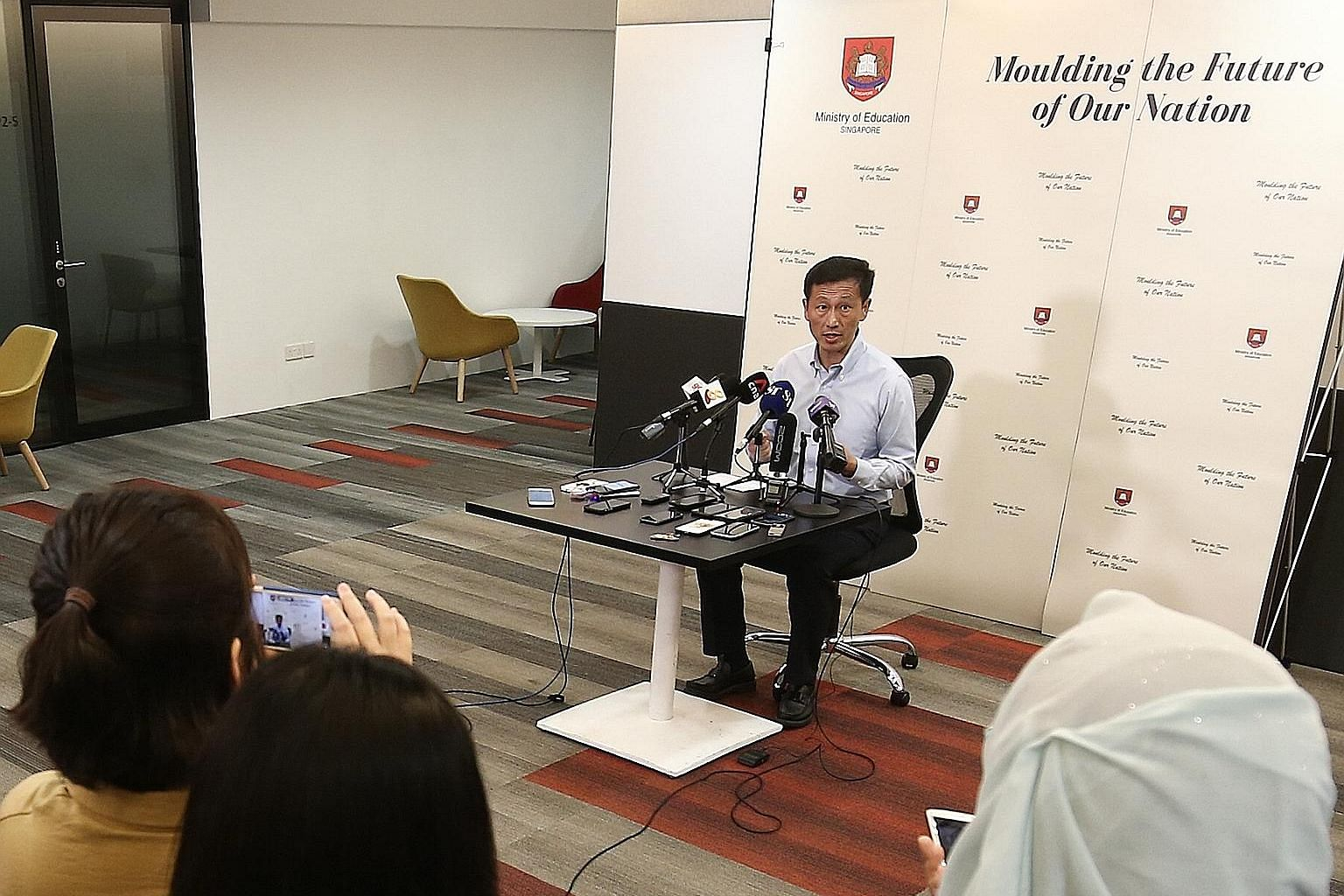Education Minister Ong Ye Kung said during a briefing with reporters yesterday that schools will also stagger dismissal times to reduce congestion on public transport and school buses.