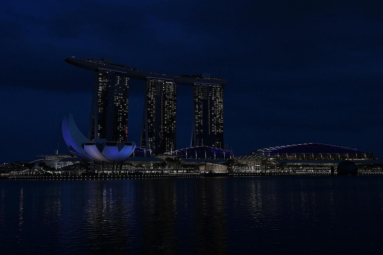 The Esplanade was one of more than 150 landmarks and buildings that took part in Earth Hour 2020 yesterday by turning off their lights for an hour at 8.30pm. It was lights out for landmarks such as Marina Bay Sands to mark the start of Earth Hour 202