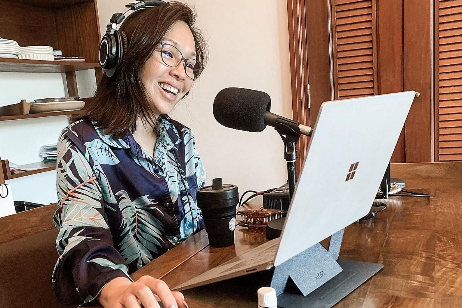 Radio presenter Maddy Barber, who has to stay home for two weeks, has been broadcasting live from her home.