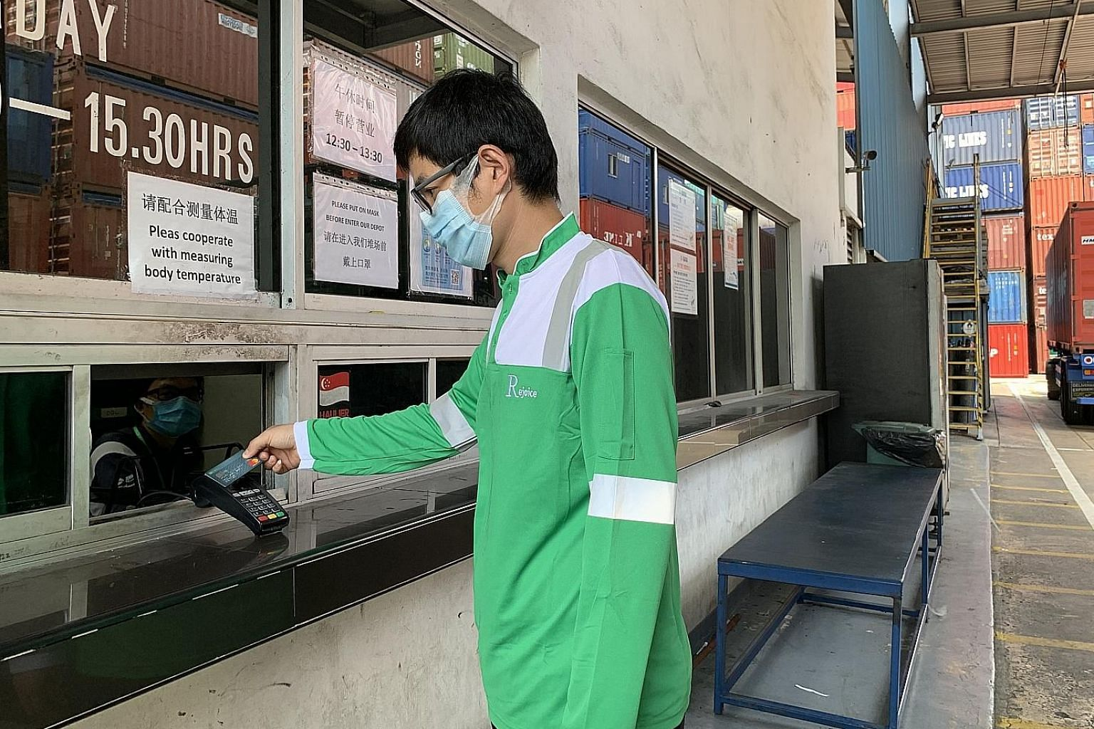 A driver using the DBS Logistics Purchasing Card to settle payment at one of Yang Kee Logistics' container depots in Tuas.