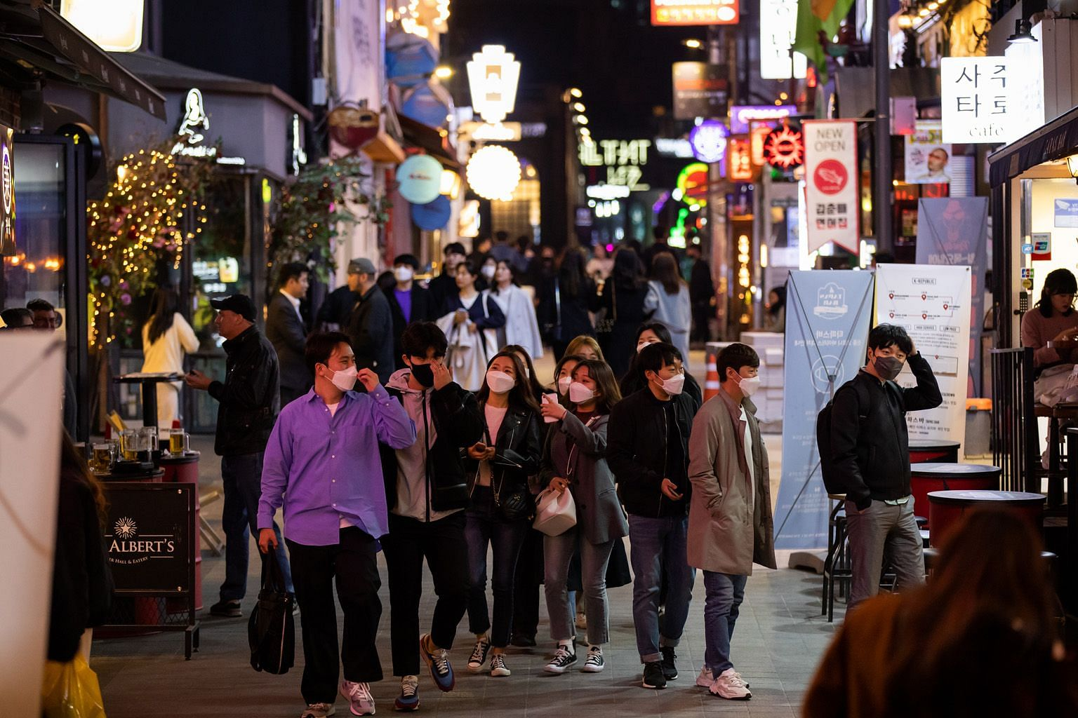 People in the popular Itaewon district in Seoul on April 24. Concern is rising over possible new clusters forming over the recent long weekend due to three back-to-back public holidays from April 30 to May 5, as hundreds of thousands of people travel