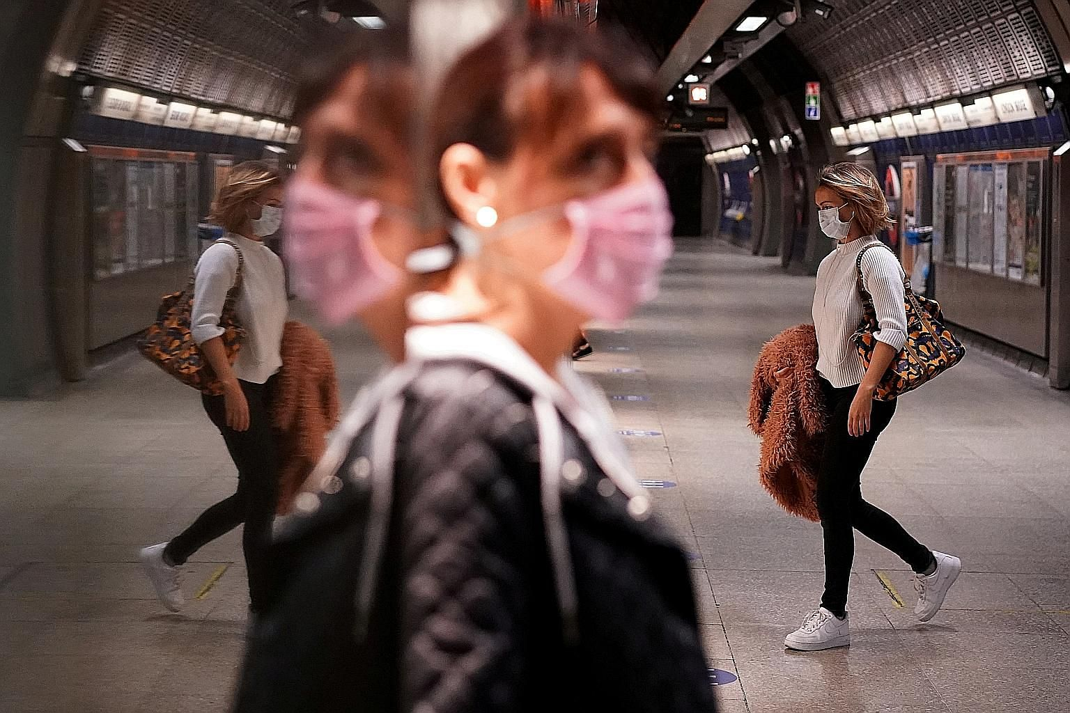 Commuters at an underground station in London yesterday. Britain, the second-worst in the world in terms of deaths from the coronavirus, is in talks with Swiss pharmaceutical giant Roche to mass-purchase its coronavirus antibody test which scientists