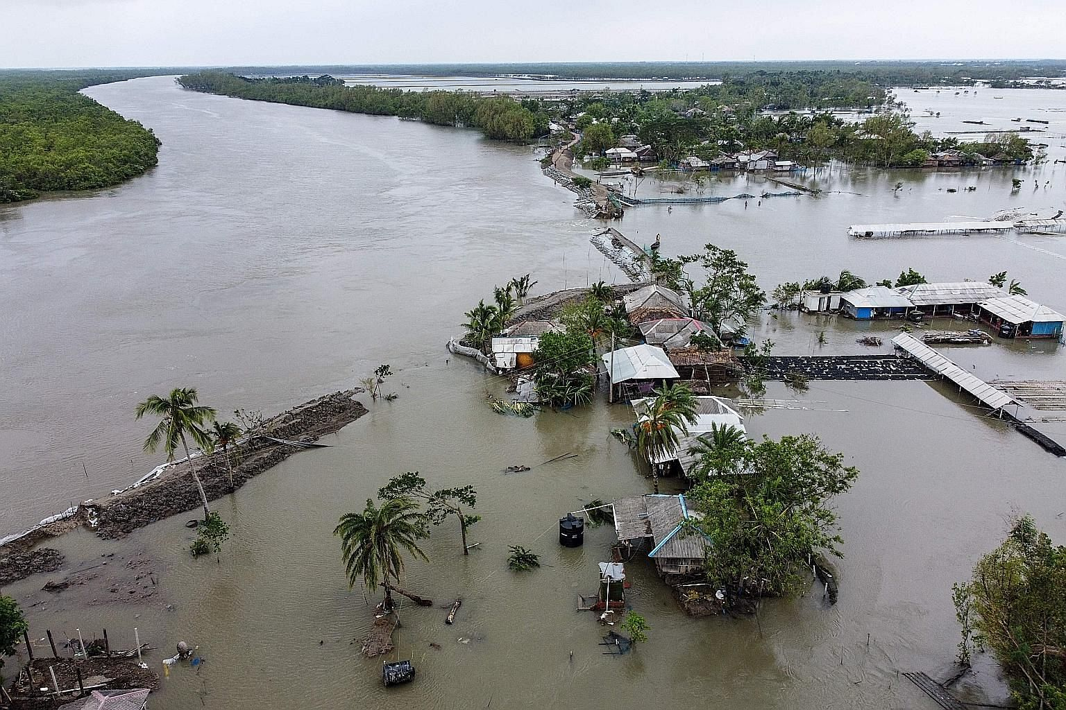 Houses submerged in floodwaters in Shyamnagar, in the Indian state of West Bengal, after Cyclone Amphan caused a dam to break. Chief Minister Mamata Banerjee said at least 72 people had died. In neighbouring Bangladesh, the initial toll was put at 10