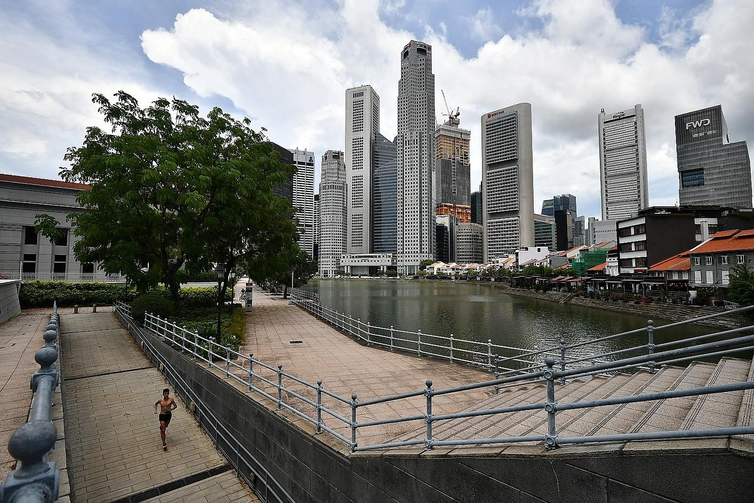 Individual health insurance policy sales in Singapore raked in $101.8 million in terms of total new business premiums for the first quarter, up 5 per cent year on year from $97.3 million.