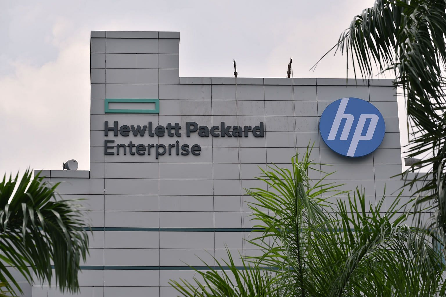 Hewlett Packard Enterprise, which has its regional headquarters in Singapore, said it was putting in place a plan to cut costs, with a goal of US$1 billion (S$1.4 billion) in savings by the end of fiscal 2022. It has about 1,300 staff here. ST FILE P