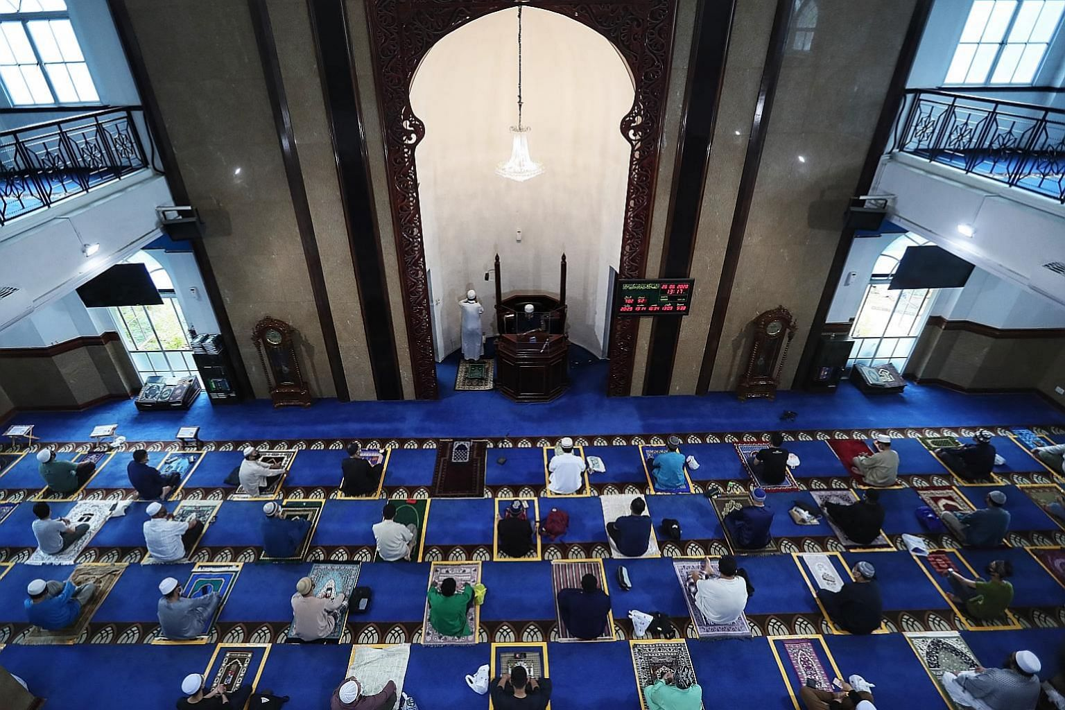 Ustaz Maaz Salim (top) leading congregants in prayer yesterday at Al-Istighfar Mosque (above), where afternoon prayers proceeded smoothly without any hiccups. People taking part in Friday congregational prayers at Al-Istighfar Mosque in Pasir Ris yes