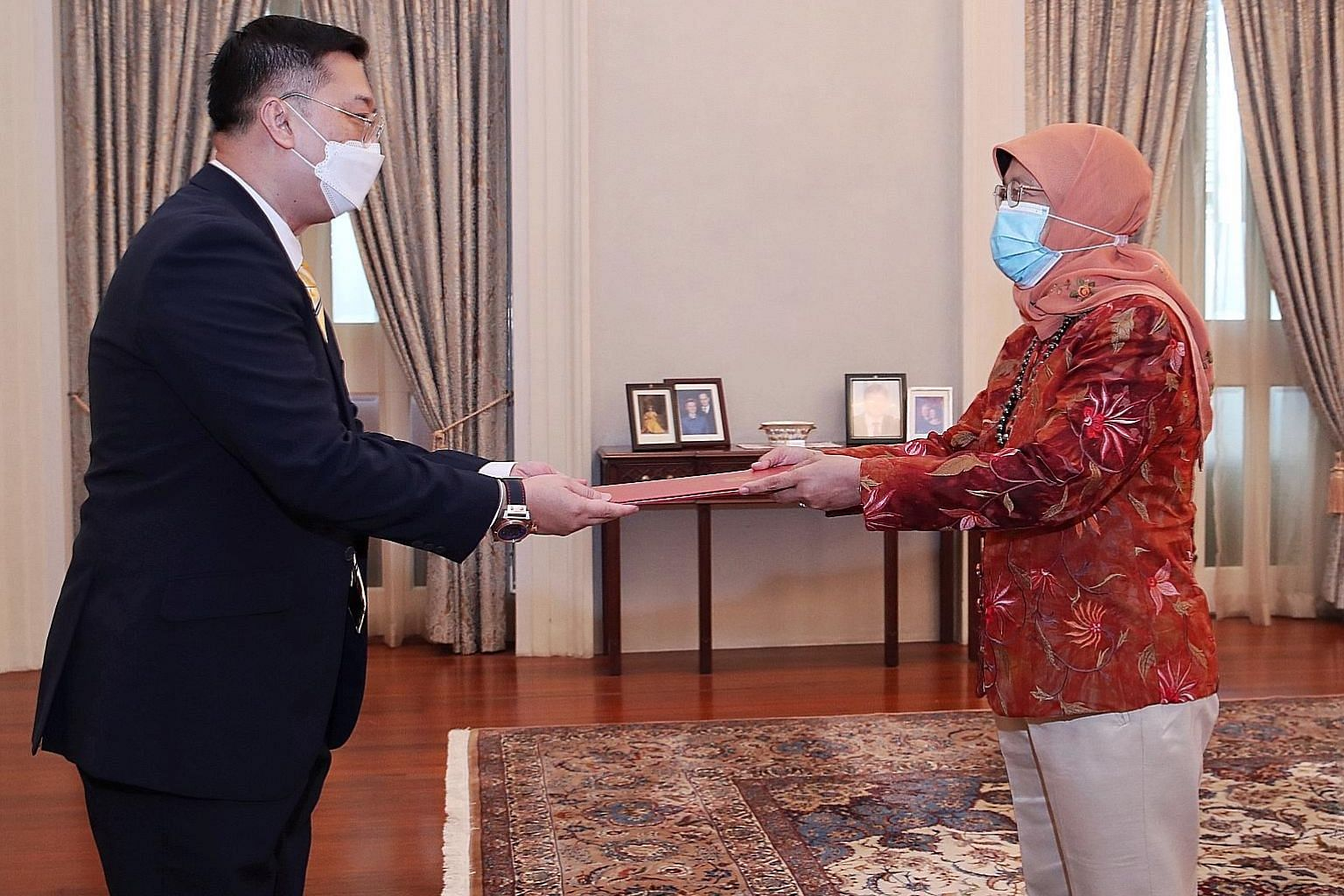 Veteran diplomat Simon Wong receiving the letter of credence from President Halimah Yacob at the Istana yesterday. Mr Wong has been appointed Singapore's new High Commissioner to India. PHOTO: MINISTRY OF COMMUNICATIONS AND INFORMATION