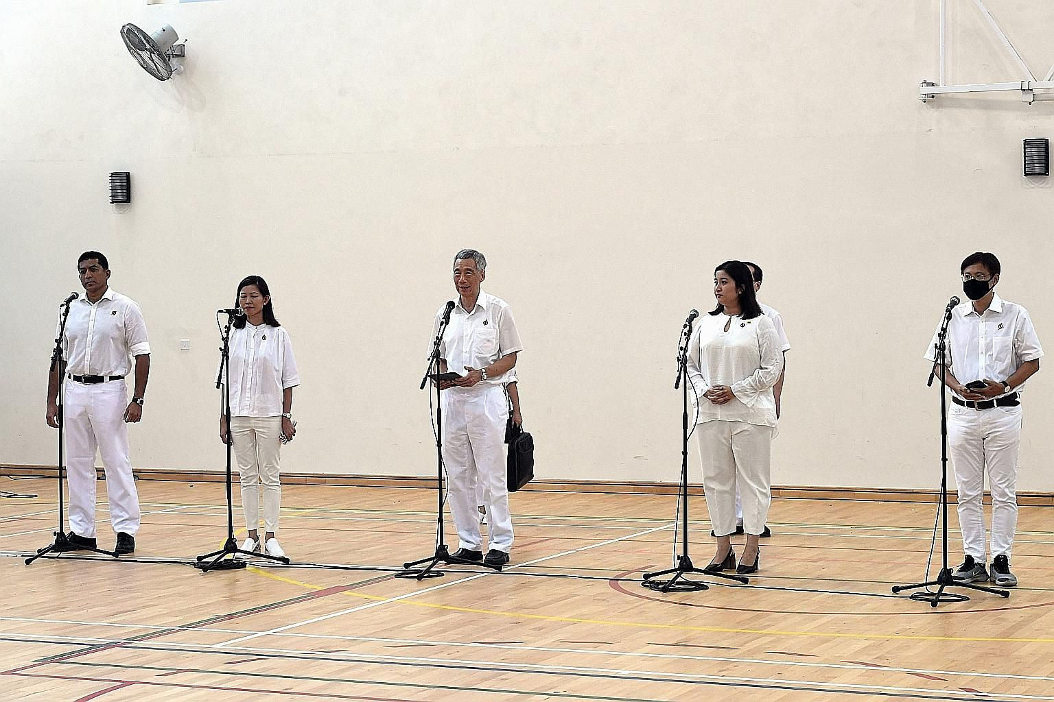 Prime Minister Lee Hsien Loong addressing voters with his Ang Mo Kio GRC team - (from left) Mr Darryl David, Ms Ng Ling Ling, Ms Nadia Ahmad Samdin and Mr Gan Thiam Poh - at the Deyi Secondary School nomination centre.