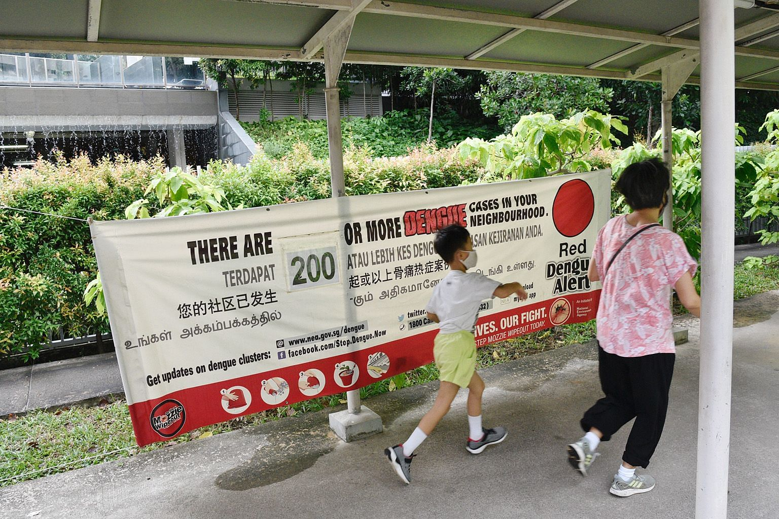 A dengue alert banner in the Woodleigh area. The National Environment Agency said there were 334 active dengue clusters islandwide as at Wednesday, well up on the 205 clusters three weeks ago.
