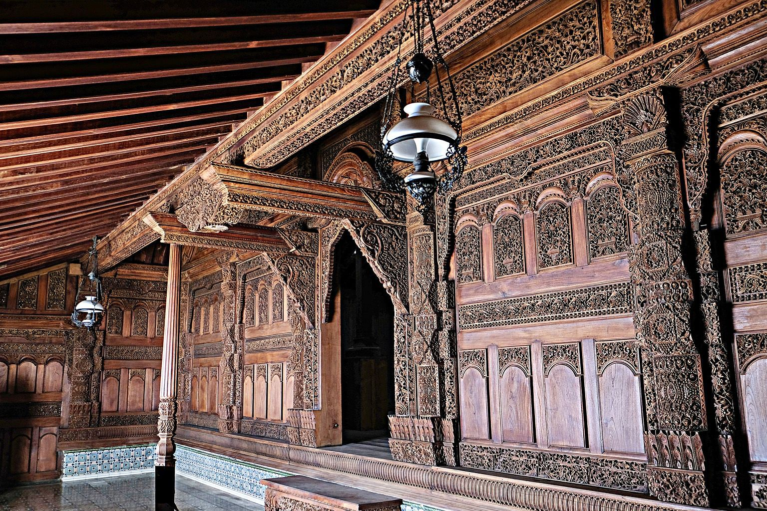 Gebyok typically features intricate floral and phoenix carvings in wall-sized partitions made of heavy teakwood. PHOTO: CHRISTIAN OCTIMURDANU