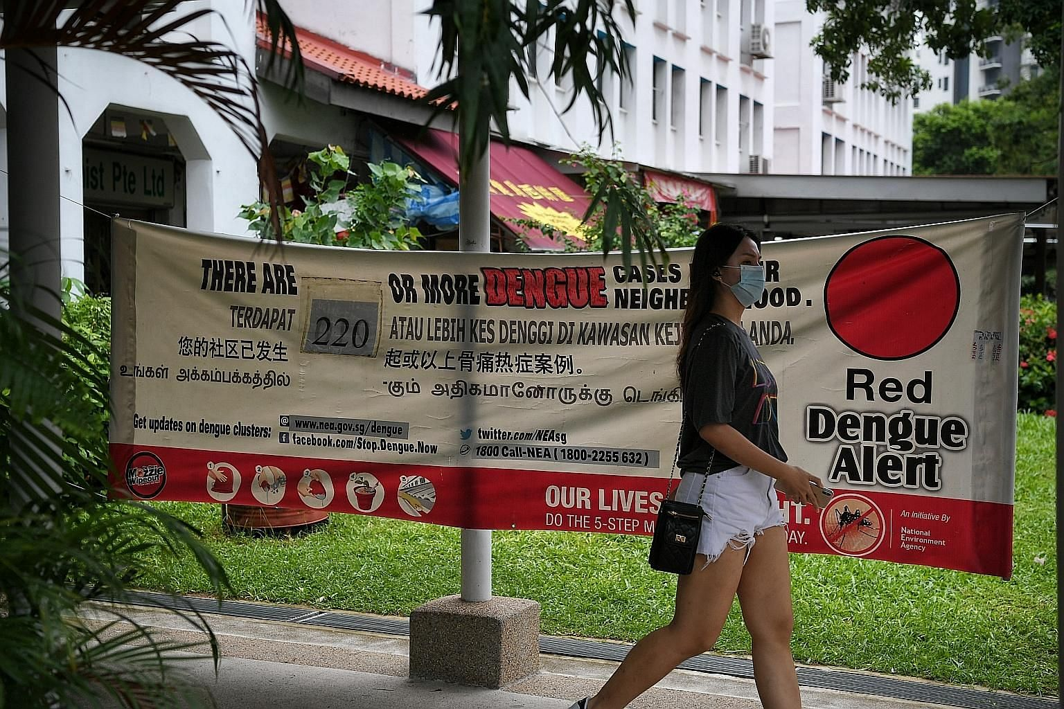 A banner in Sims Avenue in Geylang on Thursday showing the number of dengue cases there. The vast majority of current dengue clusters are in the south-eastern part of Singapore. ST PHOTO: KUA CHEE SIONG
