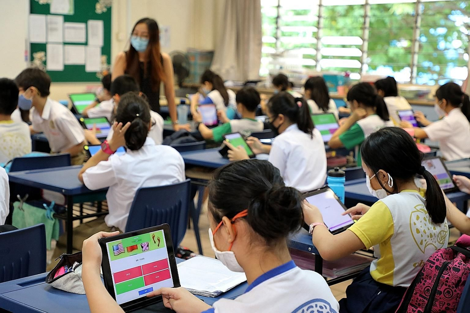 Qihua Primary School pupils preparing for the National Chinese Challenge by creating their own sets of questions and practising them in school last Thursday. A total of 104 primary schools registered their pupils for the contest. Secondary school stu