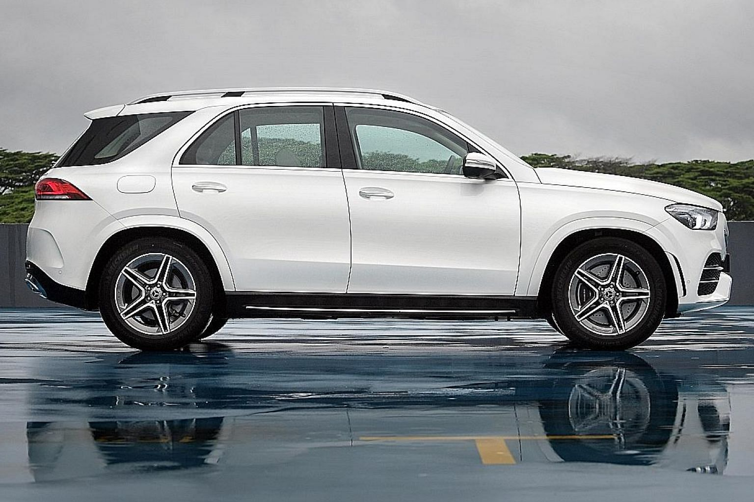 With a 2,995mm wheelbase, the Mercedes-Benz GLE450 has adequate interior space. The boot is sizeable when the last row is not in use.