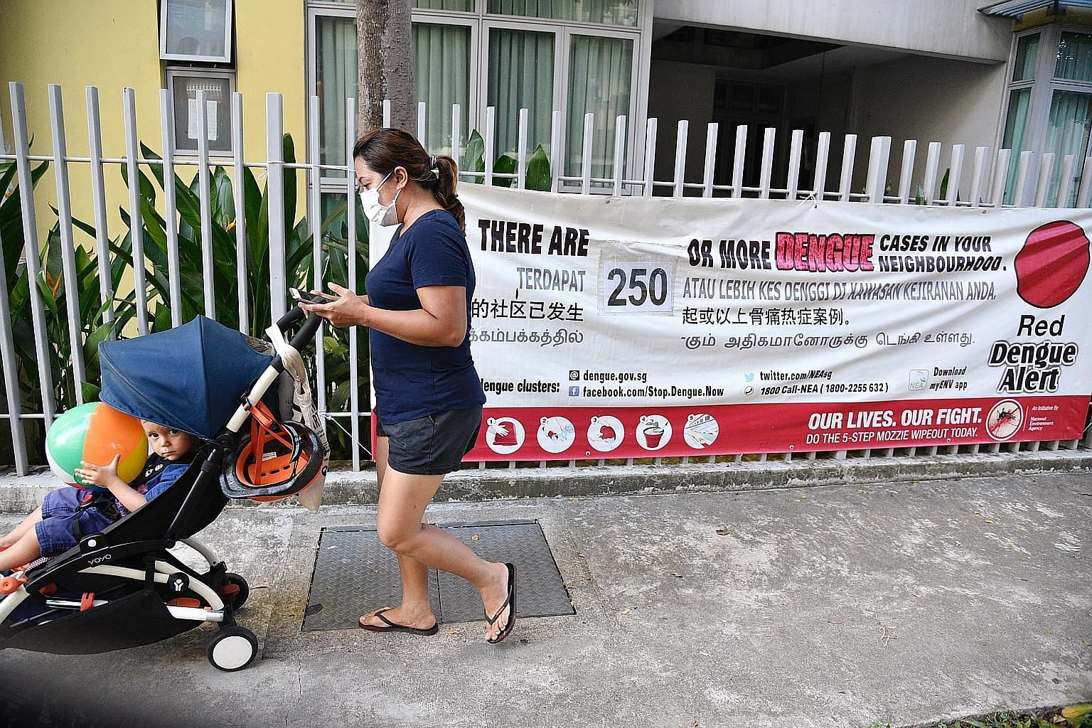 A dengue alert banner in Geylang. One of the two biggest clusters, each with 260 cases, is in the Aljunied-Geylang-Guillemard area.