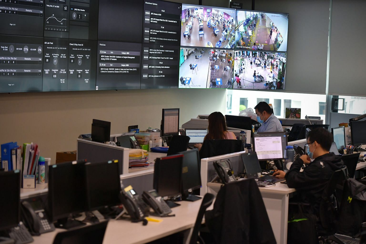 Tan Tock Seng Hospital's command, control and communications system at its operations command centre helps control the flow of resources across the hospital and the National Centre for Infectious Diseases. ST PHOTO: NG SOR LUAN