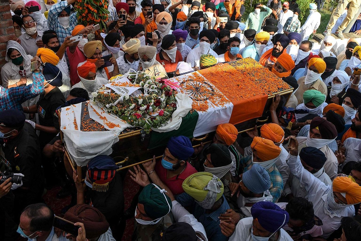 People carrying the coffin of Indian soldier Satnam Singh, who was killed in a clash between Indian and Chinese forces in the Galwan Valley along the Line of Actual Control (LAC) in June. A root cause of the problem is the fuzzy nature of the LAC, sa