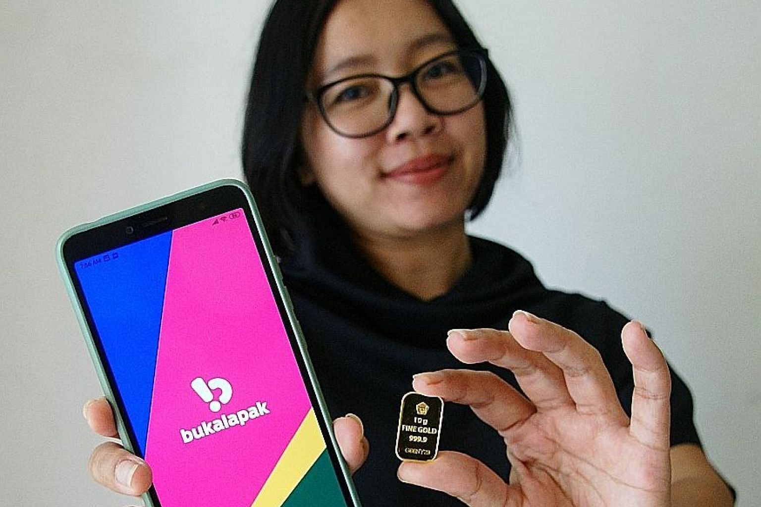 Ms Novi Ristyanie is among many Indonesians who have bought gold online. She made a profit of $100 when she sold her investment last month. PHOTO: COURTESY OF NOVI RISTYANIE