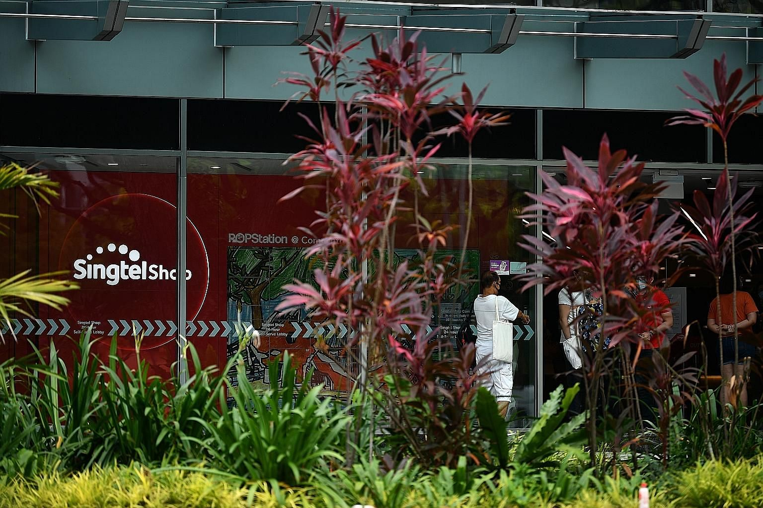 Singtel's earnings before interest, tax, depreciation and amortisation came in at $897 million for the three months to June 30, down 24.2 per cent from $1.18 billion a year earlier, owing to intense price competition across markets, a fall in roaming