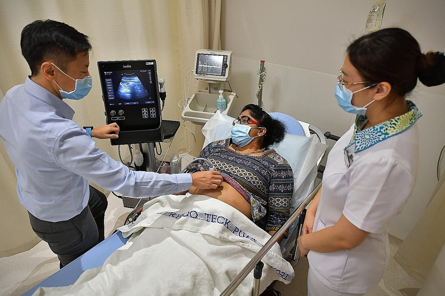 The Urgent Care Centre @ Admiralty provides services such as ultrasound scans, treatment for fractures and more. The centre has three consultation rooms, and an observation area with two beds and two recliners, among other facilities, to treat reside