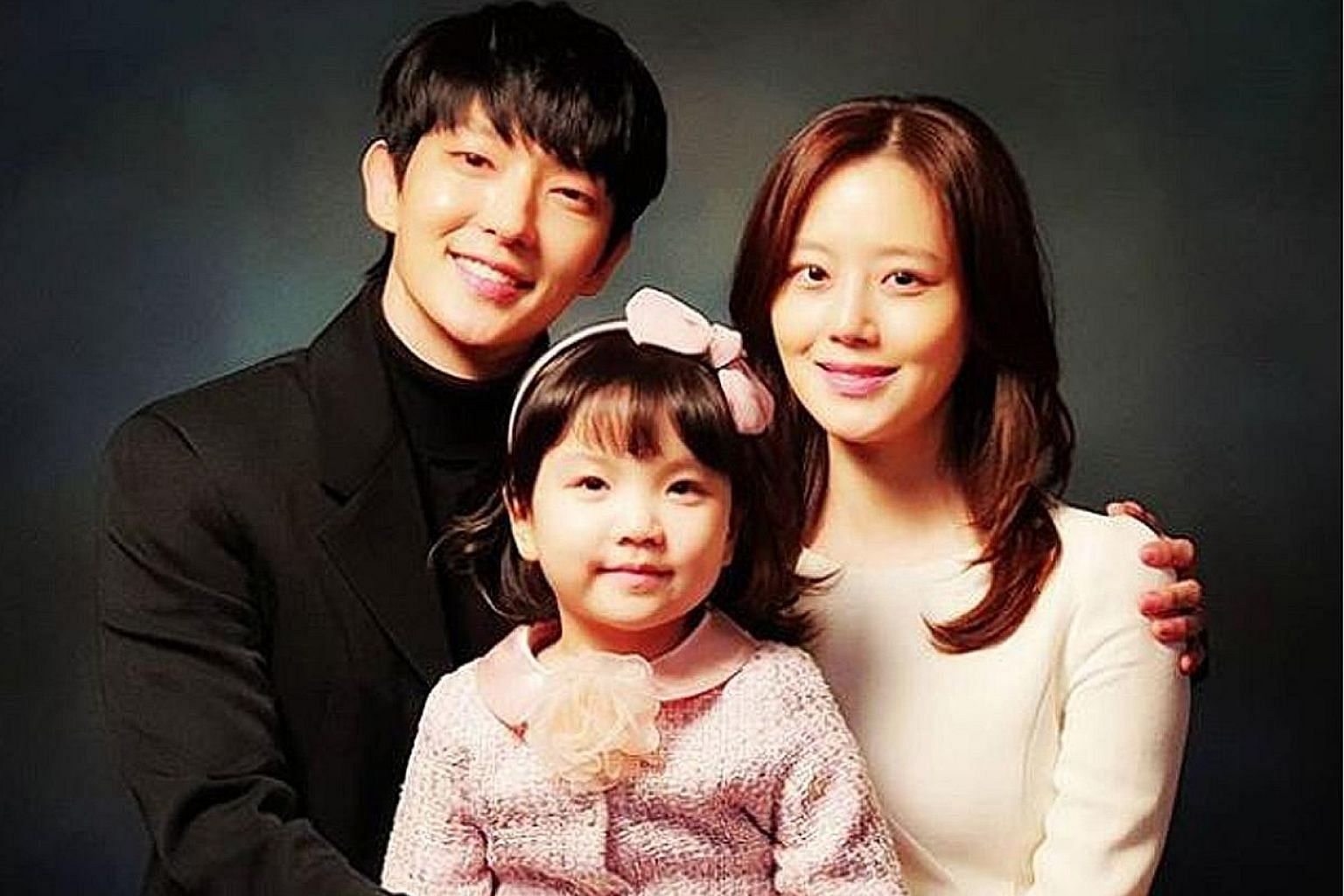(From left) Lee Joon-gi, Jung Seo-yeon and Moon Chae-won play a seemingly perfect family in the thriller-romance Flower Of Evil.