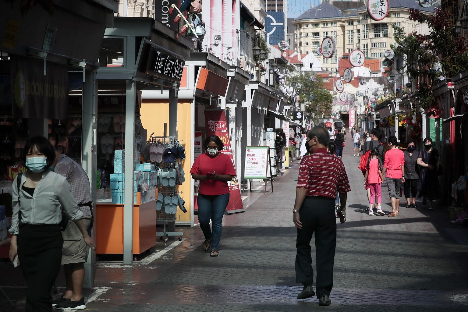 Shops along Pagoda Street in Chinatown last month. PAP MP Louis Ng (Nee Soon GRC) asked if more can be done to educate tenants and sub-tenants of their rental relief rights under the framework. ST PHOTO: KELVIN CHNG