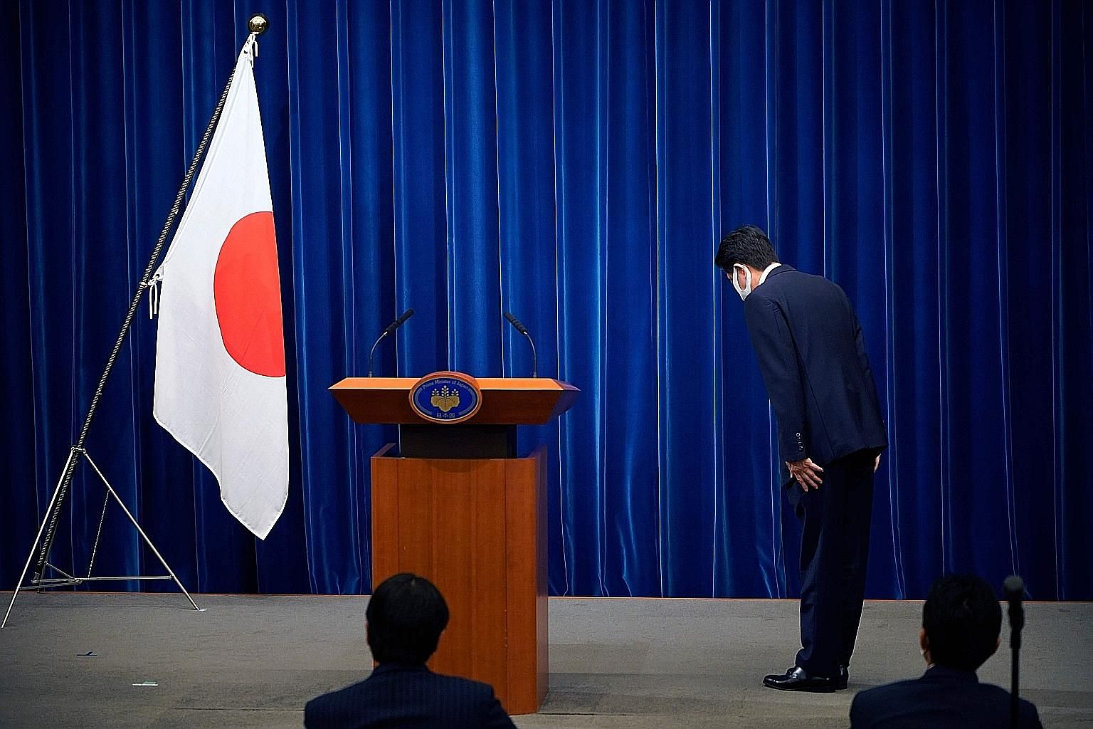 Prime Minister Shinzo Abe bowing to the Japanese flag in the prime minister's official residence in Tokyo on Aug 28 before he announced that he would resign over health problems.