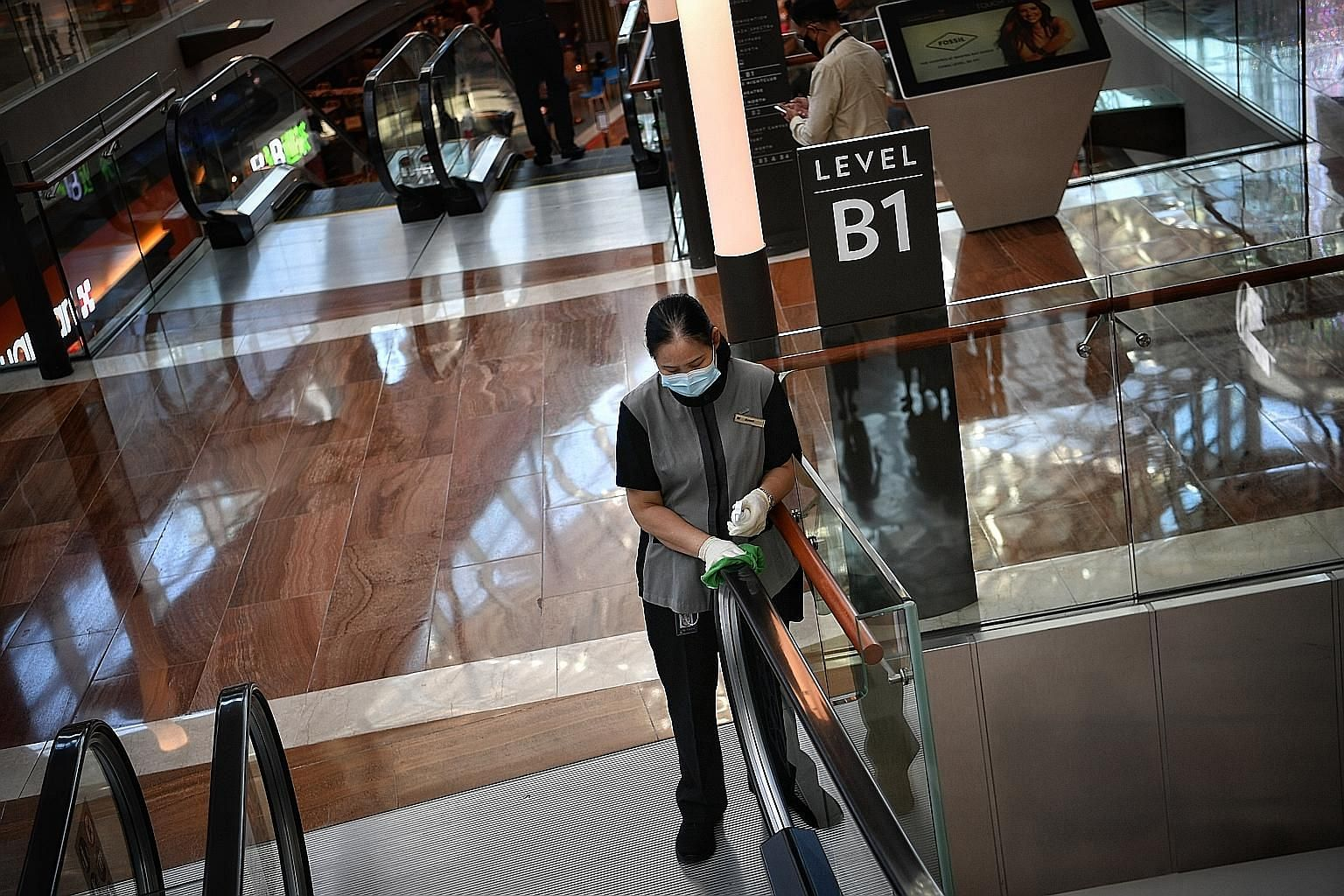 In the third edition of the Public Cleanliness Satisfaction Survey, based on responses collected from last December to April, 87 per cent of respondents said Singapore is clean only because of the efficiency of its cleaning services. ST PHOTO: ARIFFI