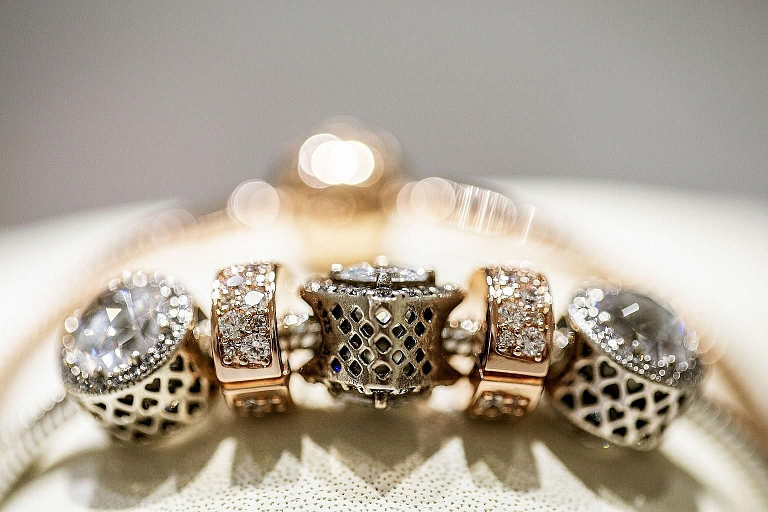 Analysts covering Pandora have had a mixed record predicting the wild stock market swings of the jewellery maker.