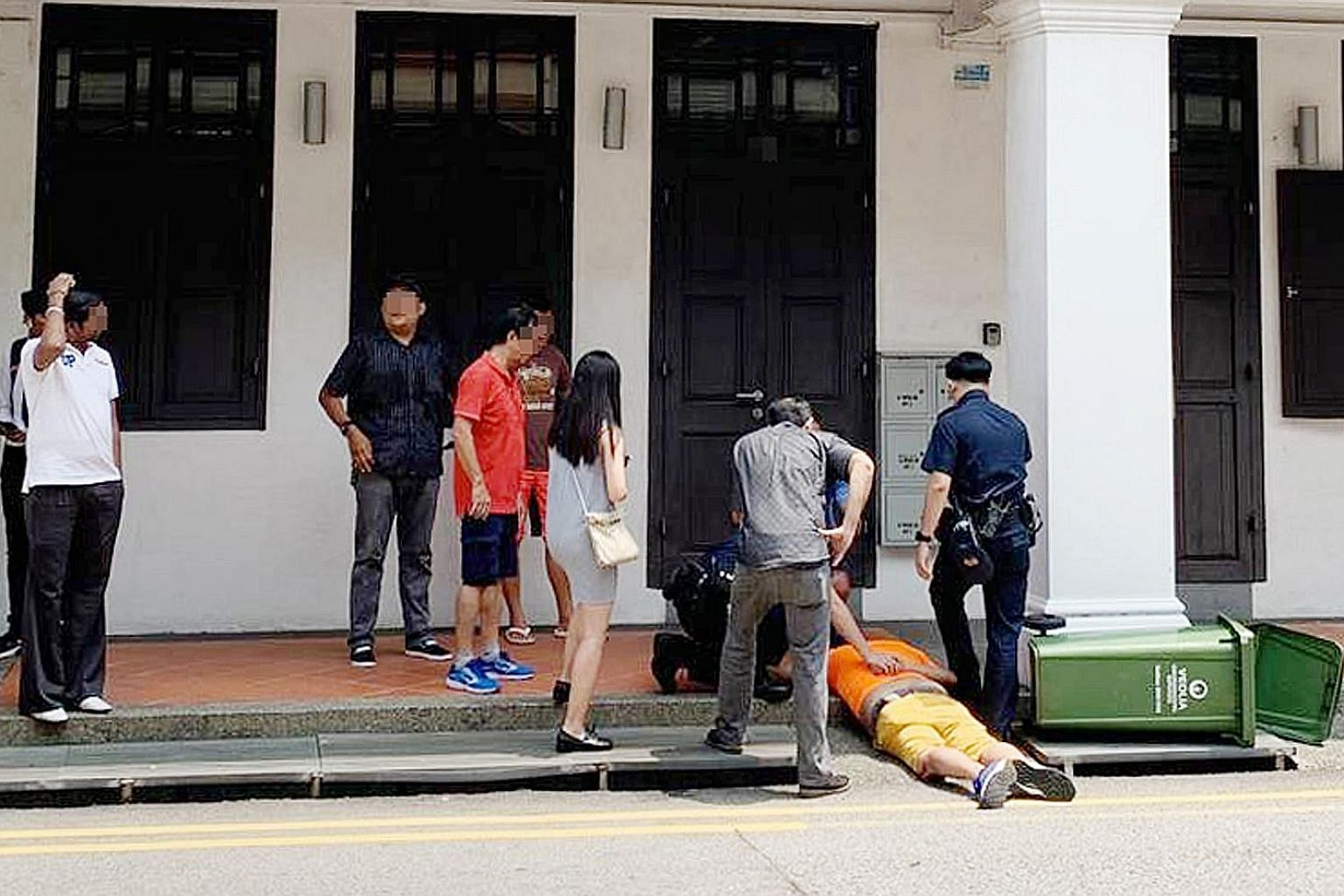 A man who allegedly took upskirt pictures died last year after he was chased and restrained by passers-by. PHOTO: SHIN MIN DAILY NEWS