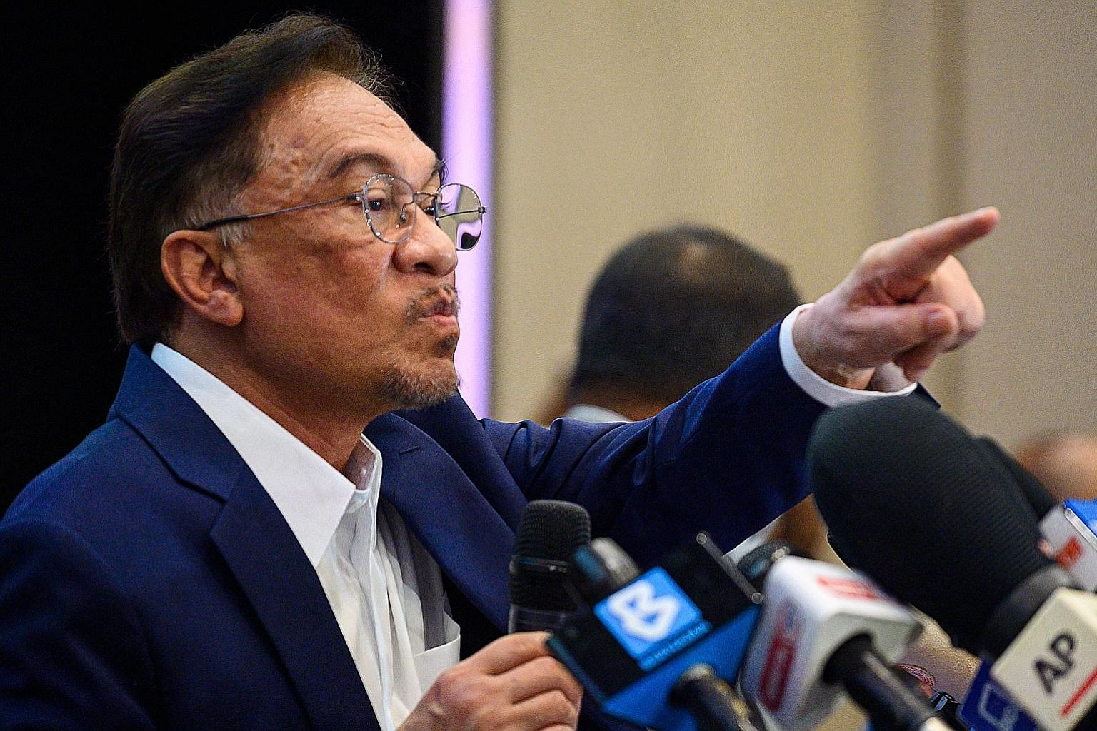 """Malaysian opposition leader Anwar Ibrahim told a news conference at a hotel in Kuala Lumpur yesterday that he has a """"strong, convincing, formidable majority"""" to form a new government, although he declined to reveal the number of MPs on his side. PHOT"""