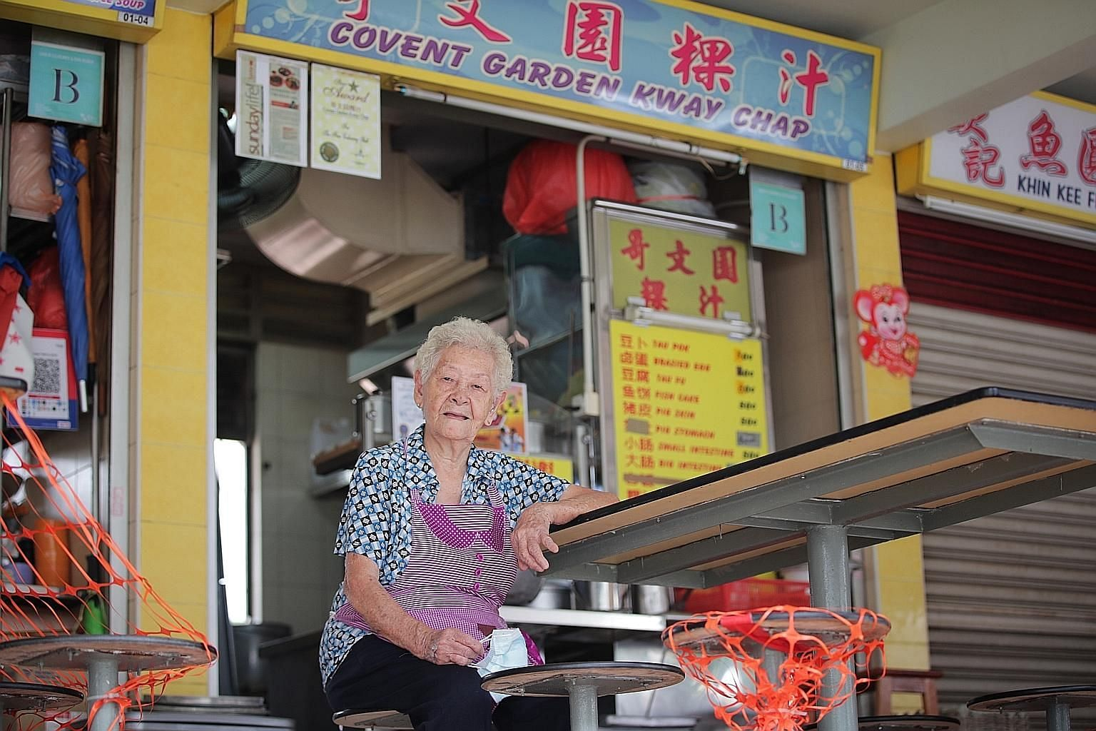 Madam Chua Meow Ching started selling kway chap to supplement the family income when she and her sailor husband were raising six children. Although two of her sons have taken over the cooking at Covent Garden Kway Chap in Havelock Road Food Centre, s