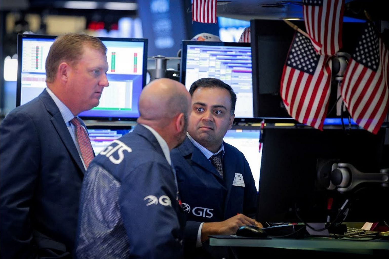 Wall Street falls on rate concerns