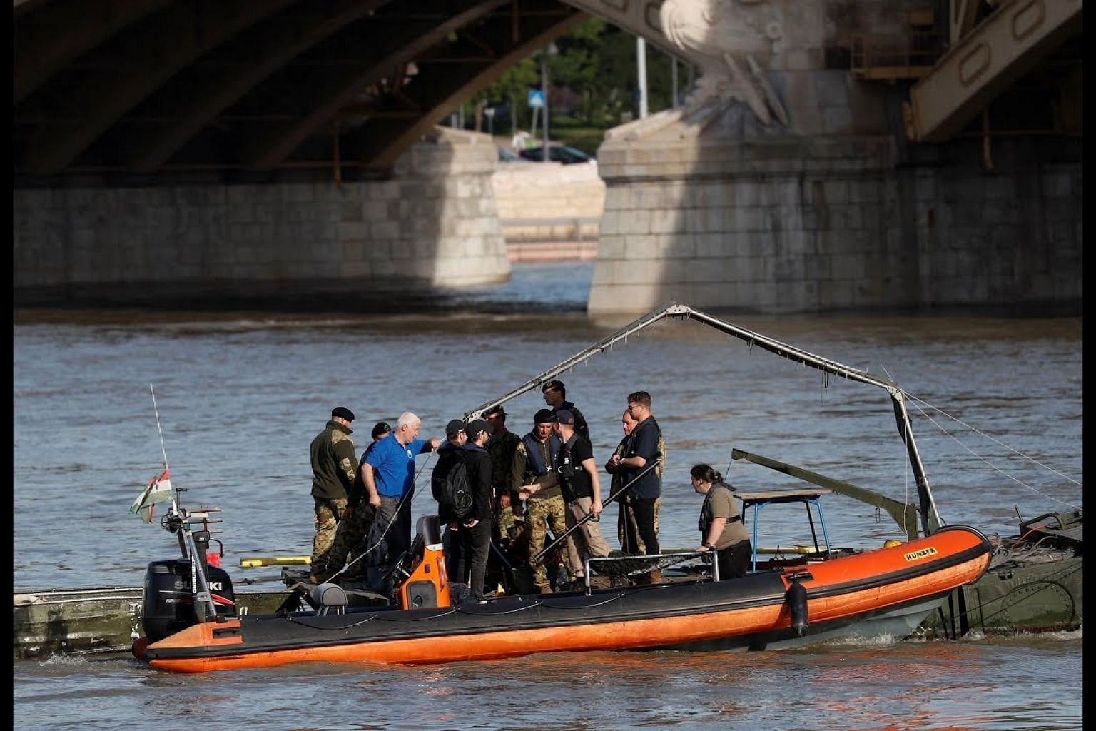 Strong currents hamper efforts to reach Danube wreck