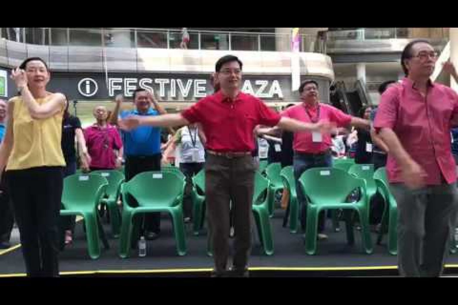 Minister Heng doing the High 5 for Brain Health workout