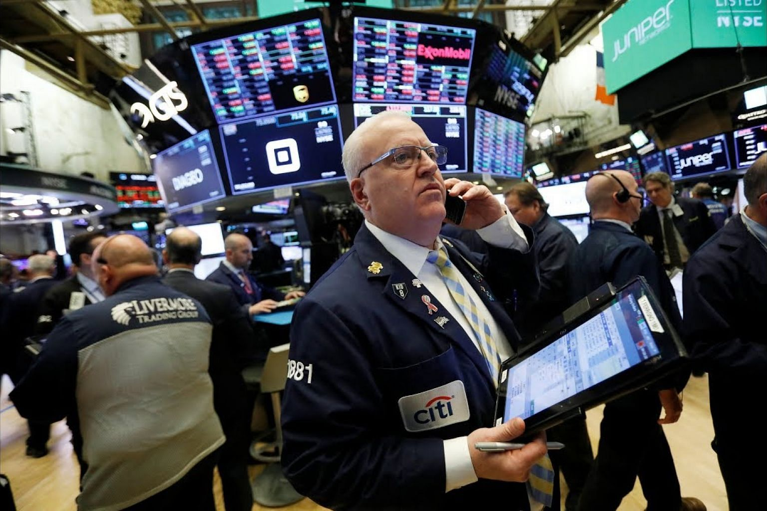 Wall St drops on worries over China, oil prices