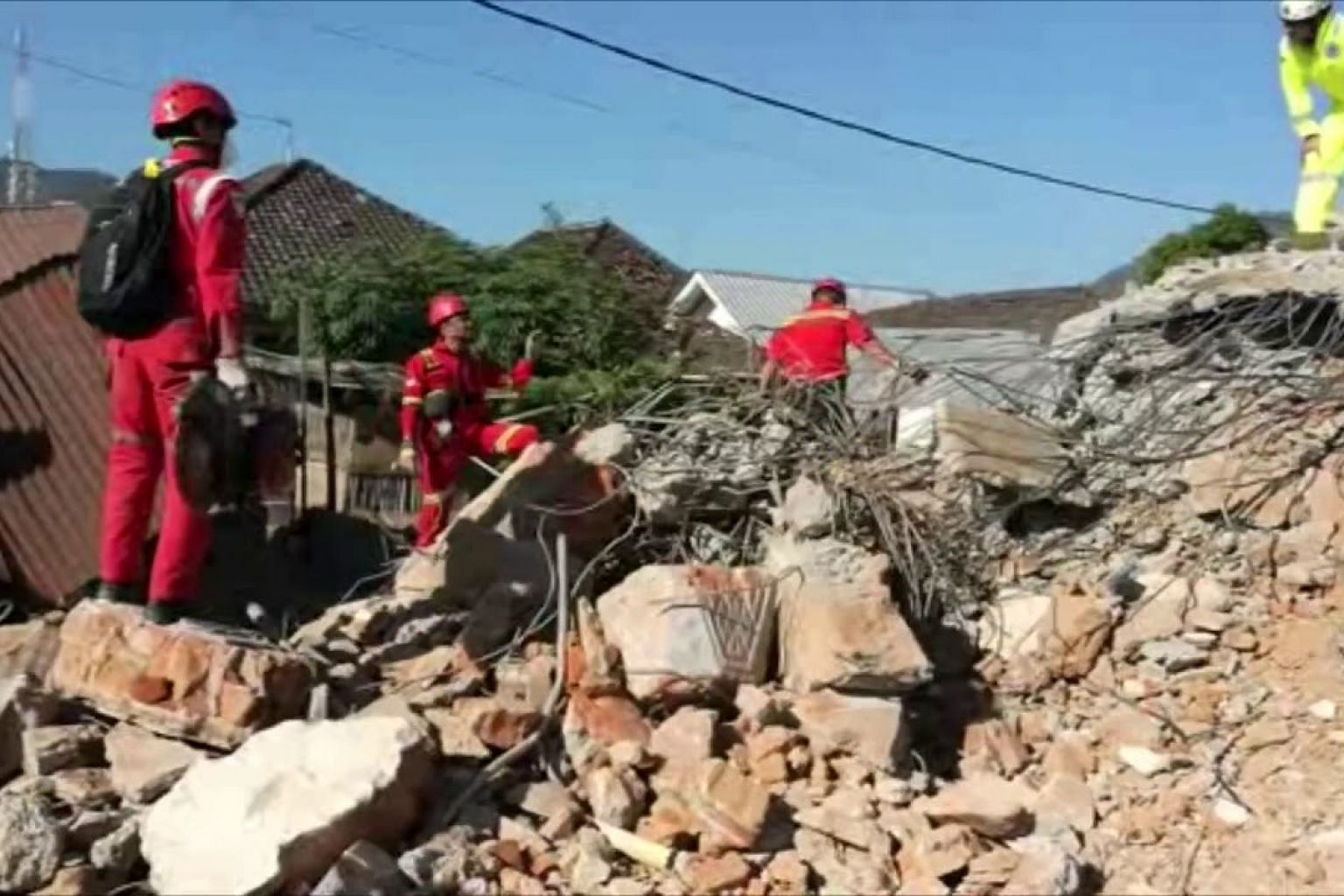 Lombok quake: Rescue workers scrambling to search for survivors