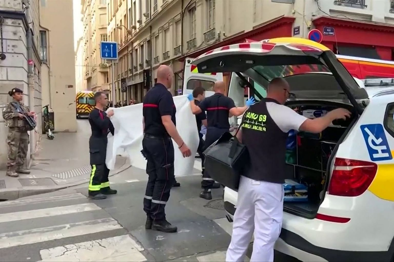 Police in France on manhunt for suitcase bomber