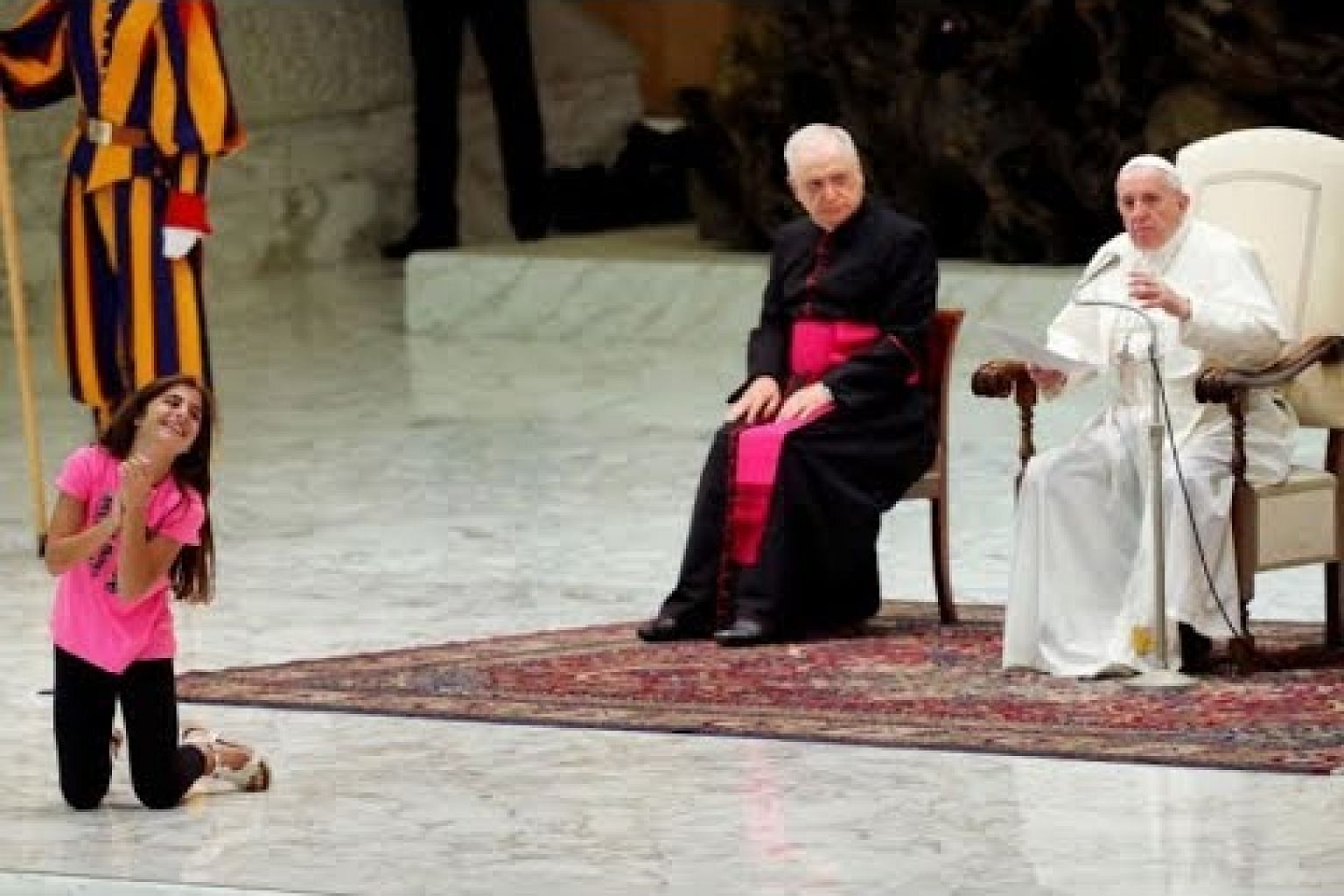 Pope gives girl free run of audience stage, delighting crowd