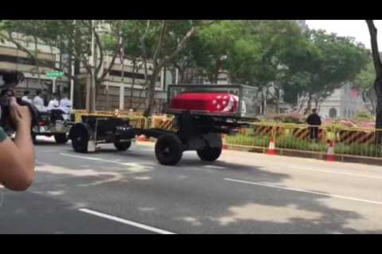 Gun carriage leaving Parliament House