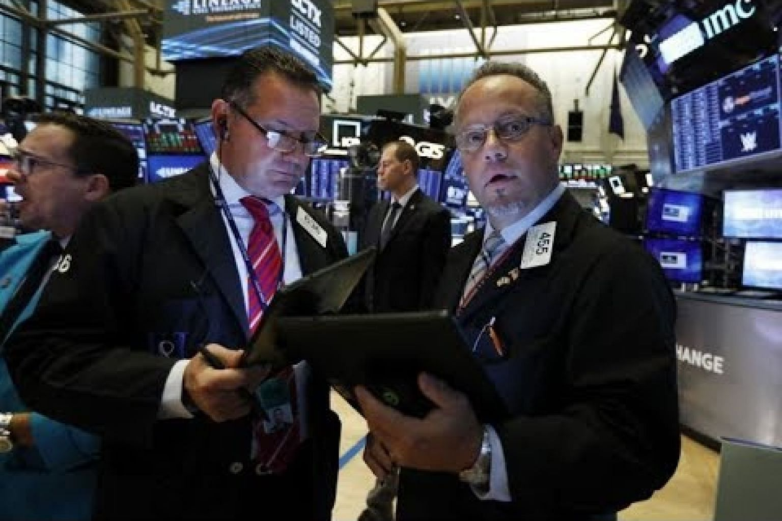 Wall Street gains on upbeat retail results