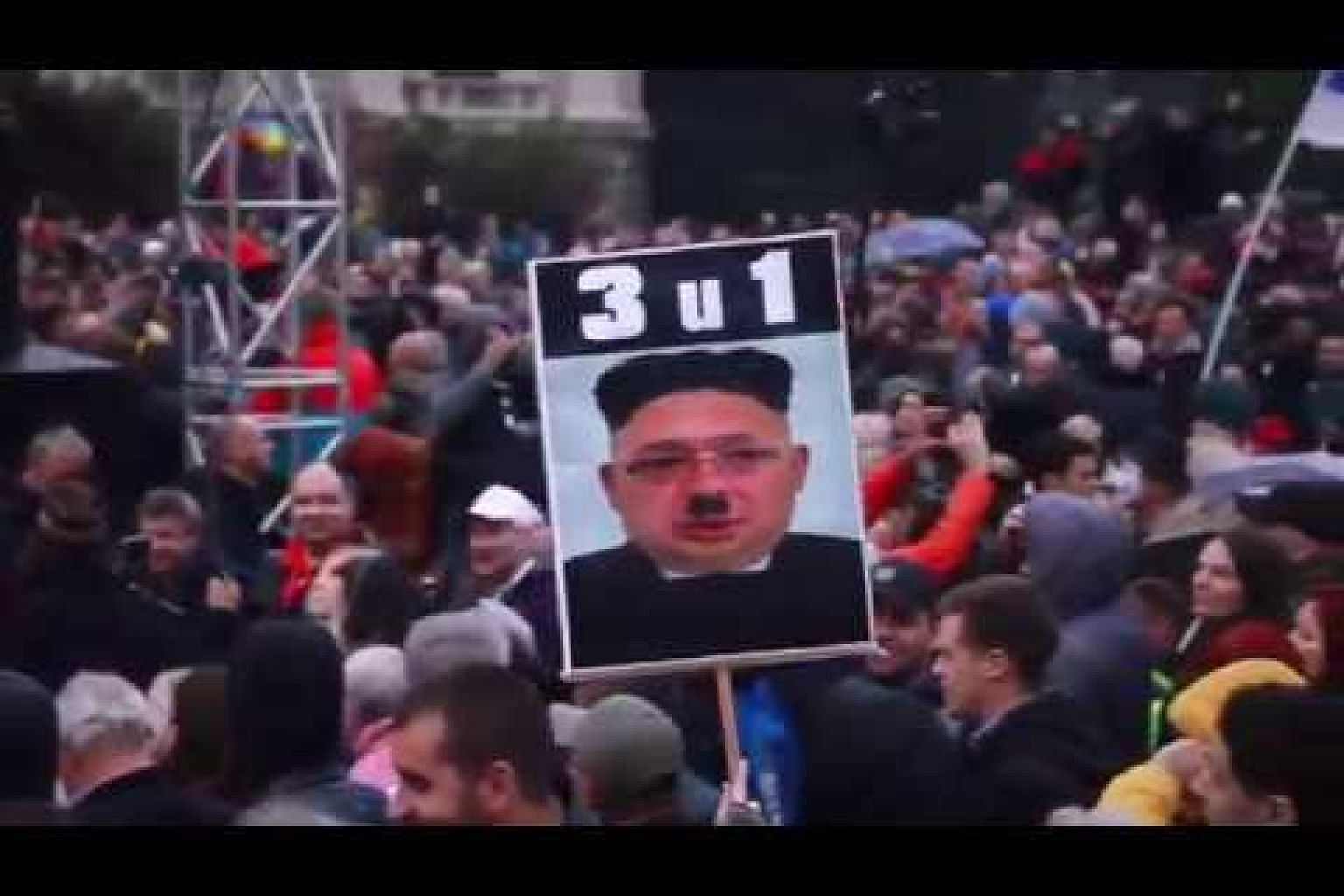 Thousands rally in Belgrade to protest against Serbian president