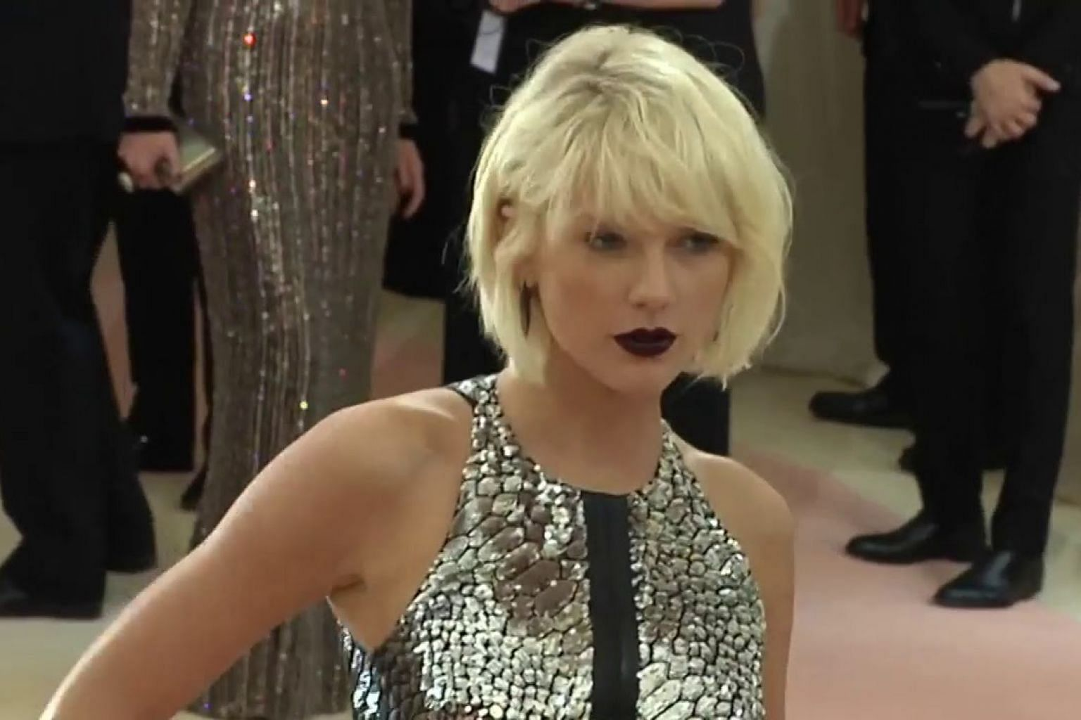 Taylor Swift shakes off lawsuit over hit song