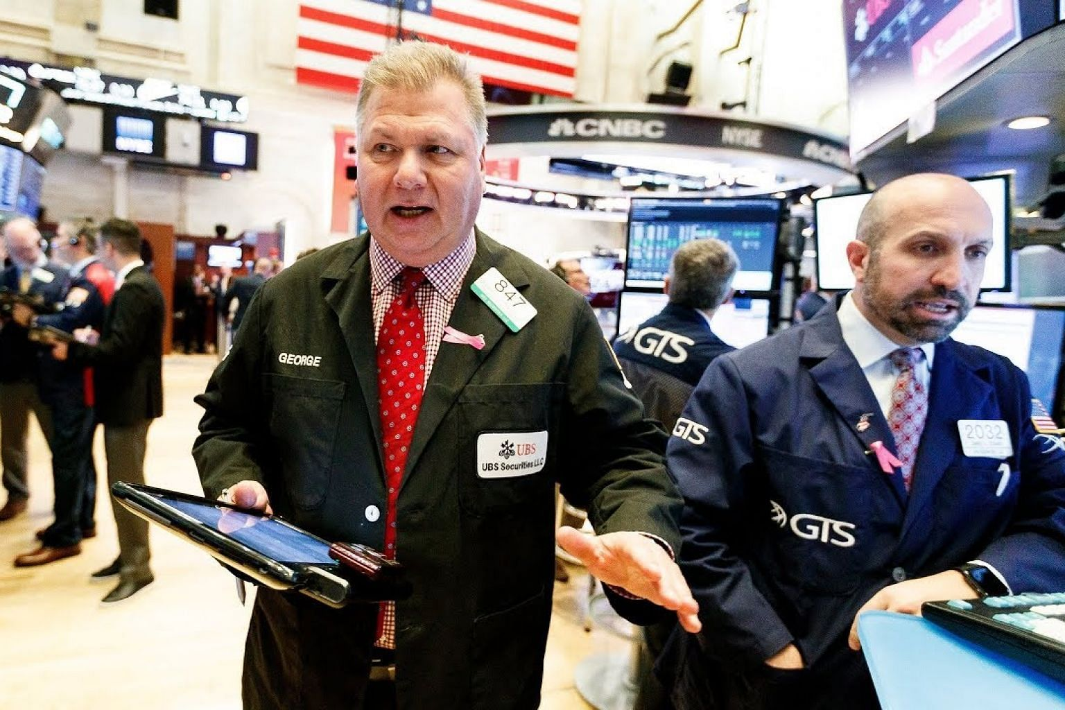 Wall Street closes with tech-led gains