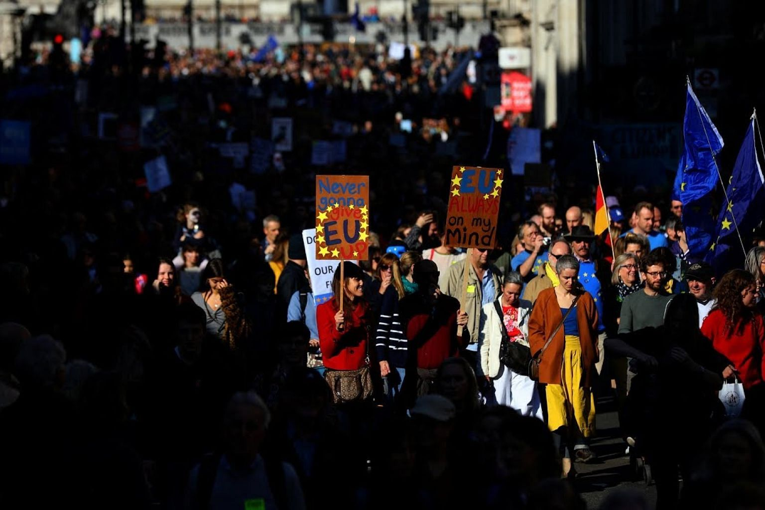Thousands take to streets in London demanding second Brexit vote