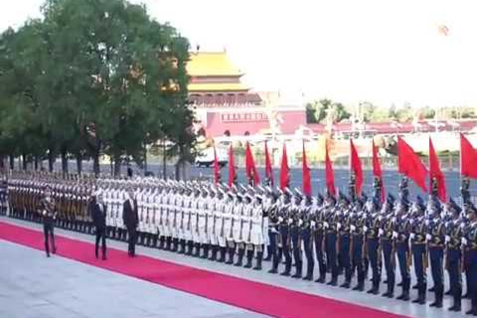 PM Lee inspecting the guard of honour in Beijing
